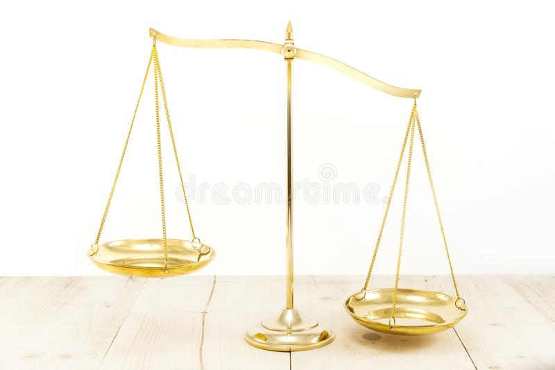 Équilibre en laiton d'or photo libre de droits