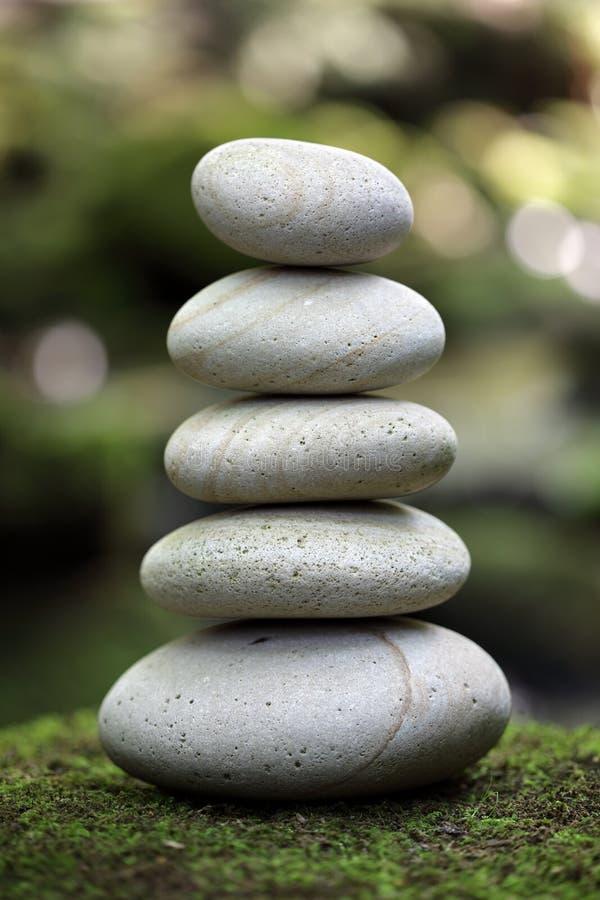 Équilibre et harmonie en nature photo stock