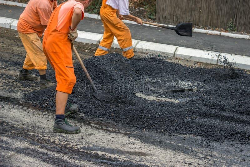 Équipage de construction de routes photo stock
