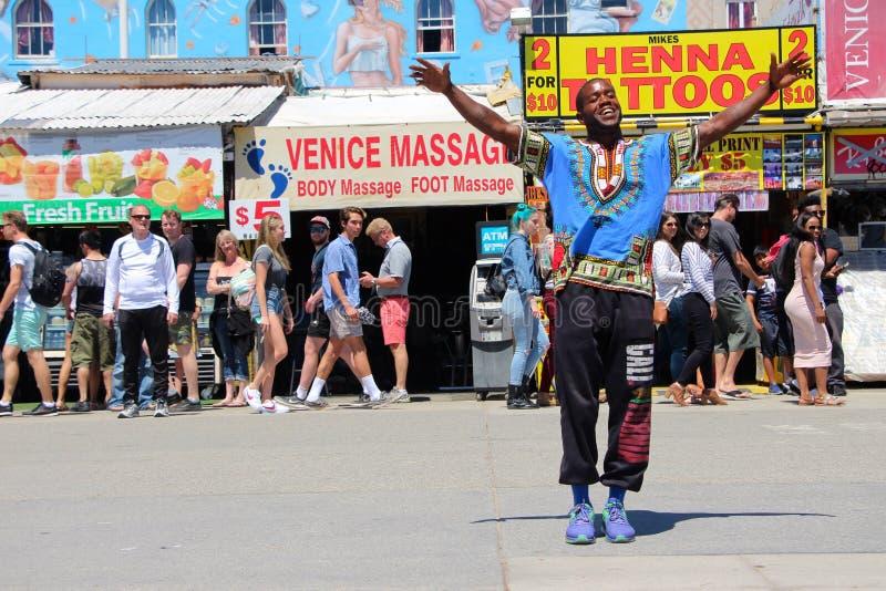 Équipage de rue de danse sur la plage la Californie de Venise photos libres de droits