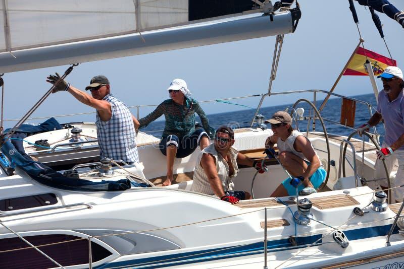 Équipage du yacht pendant le chemin photos stock