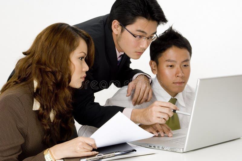 Équipe asiatique d'affaires images stock