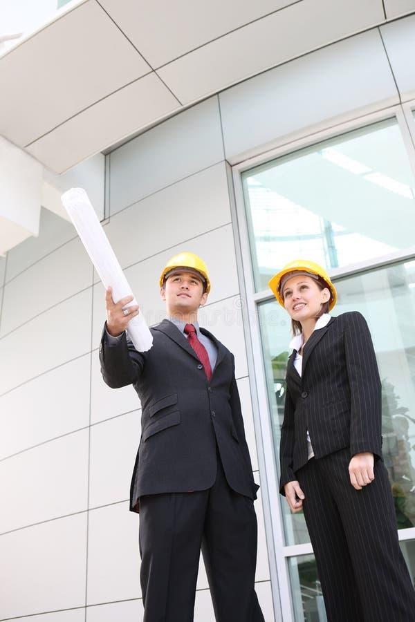 Équipe d'affaires au chantier de construction de bureau photographie stock libre de droits
