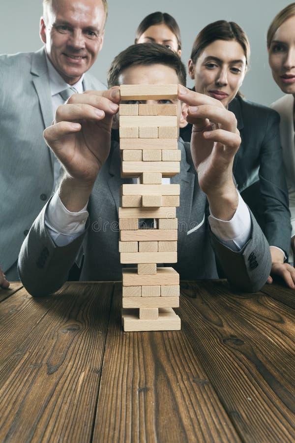 Équipe d'affaires avec le puzzle en bois image libre de droits