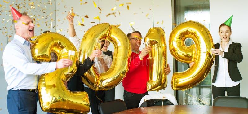 Équipe d'affaires célébrant la nouvelle année photo libre de droits