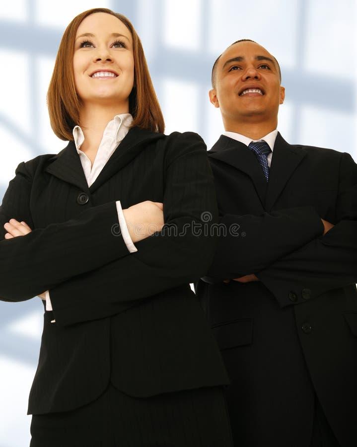 Équipe d'affaires regardant à l'avant photo stock