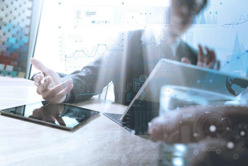 Équipe d'affaires rencontrant le présent Worki heureux d'investisseur professionnel image libre de droits