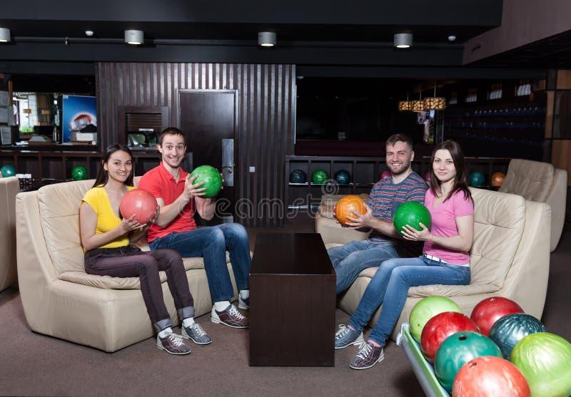 Équipe de bowling sur l'entraîneur photographie stock libre de droits