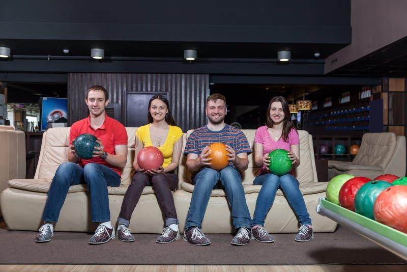 Équipe de bowling sur l'entraîneur photo stock