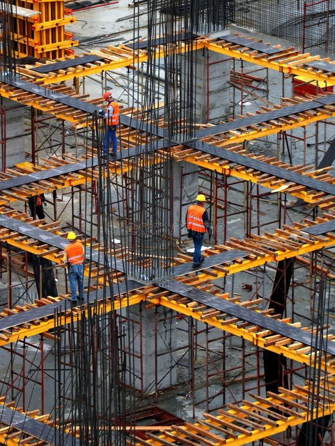 Équipe de construction travaillant sur le site photographie stock