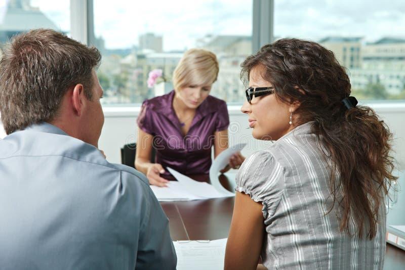 Gens d'affaires lors de la réunion photo stock