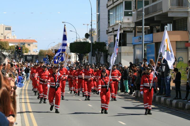 Équipe de secours participant au défilé photographie stock