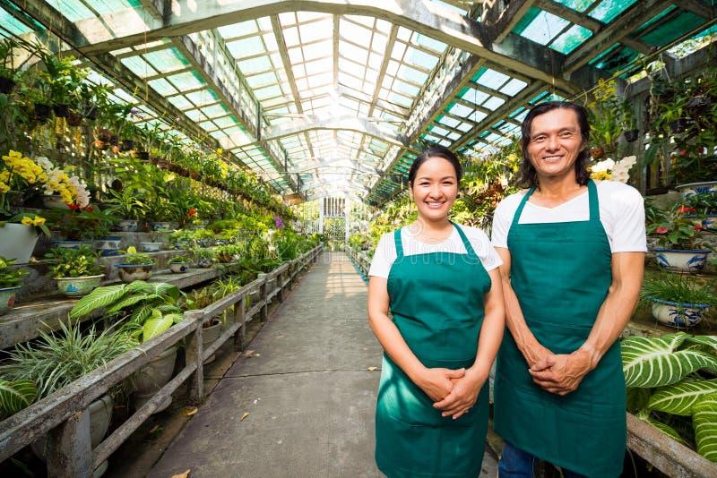 Équipe de travailleurs d'orangerie photo libre de droits