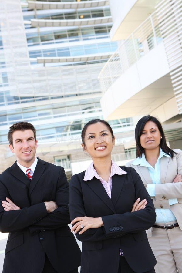 Équipe diverse d'affaires au bureau photo libre de droits