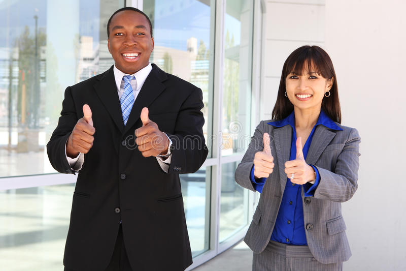 Équipe diverse d'affaires célébrant la réussite image stock