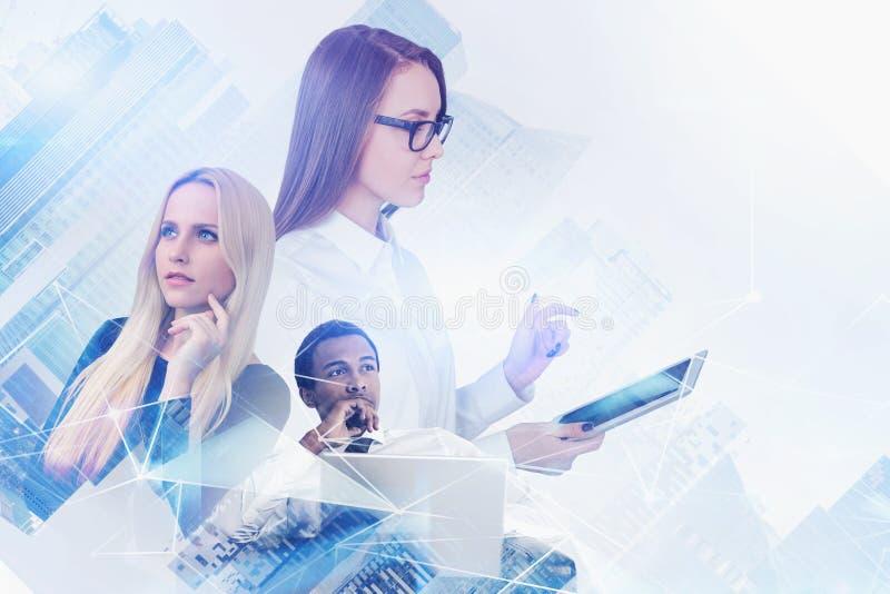 Équipe diverse d'affaires, réseau numérique photo stock