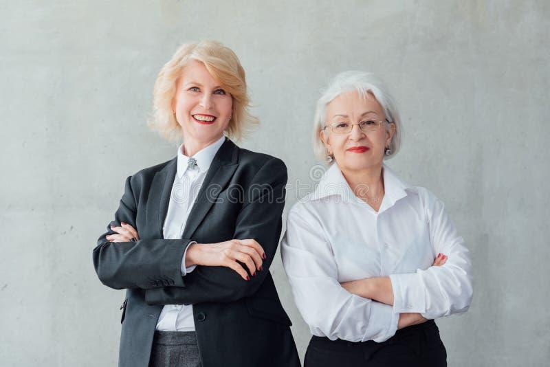 Équipe forte d'affaires de mode de vie réussi de femmes photo libre de droits