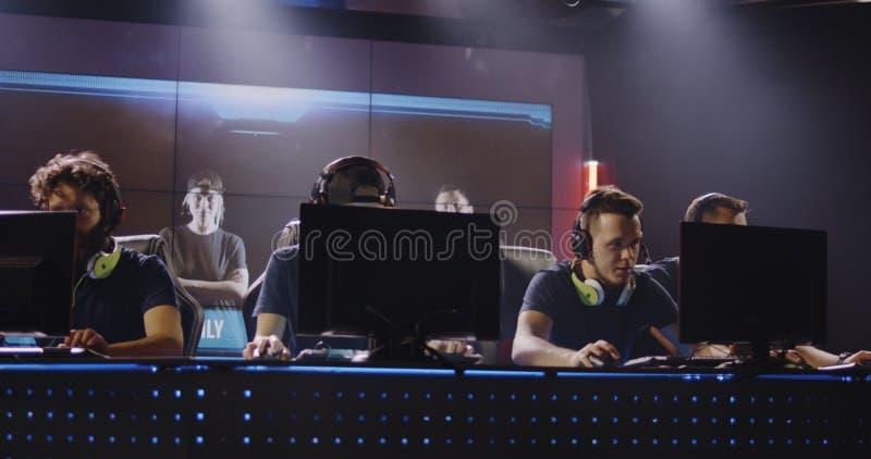 Équipe jouant à un tournoi images stock