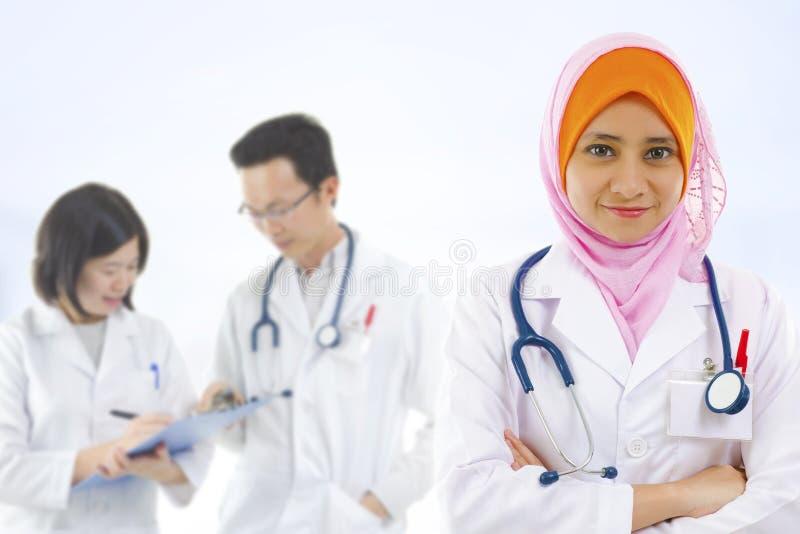 Équipe médicale de diversité images libres de droits