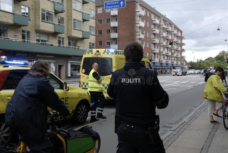 ÉQUIPE MÉDICALE ET POLICE DANS L'ACTION photo stock