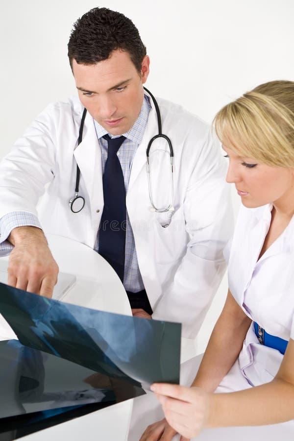 Équipe médicale intéressée photographie stock