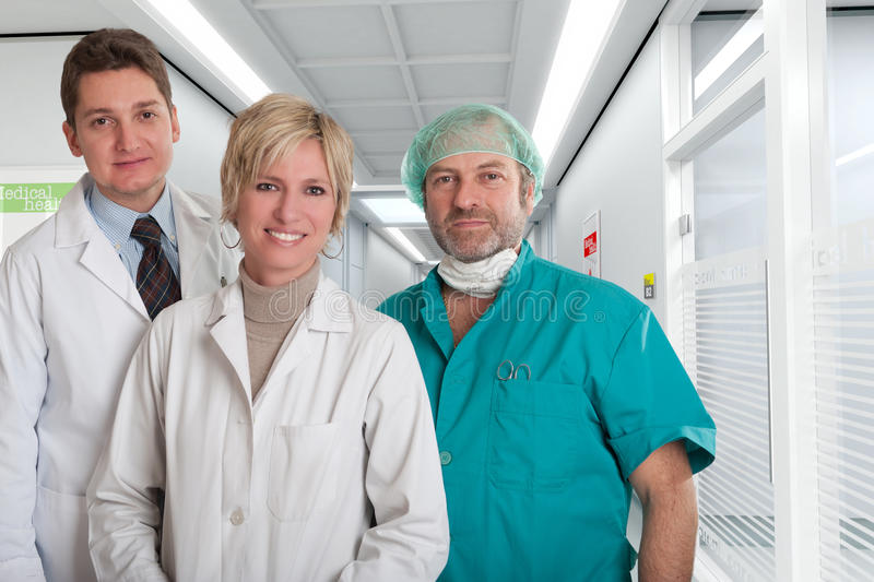 Équipe médicale rassurante photo stock