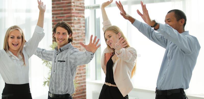 Équipe multi-ethnique heureuse d'affaires Le concept du travail d'équipe images libres de droits