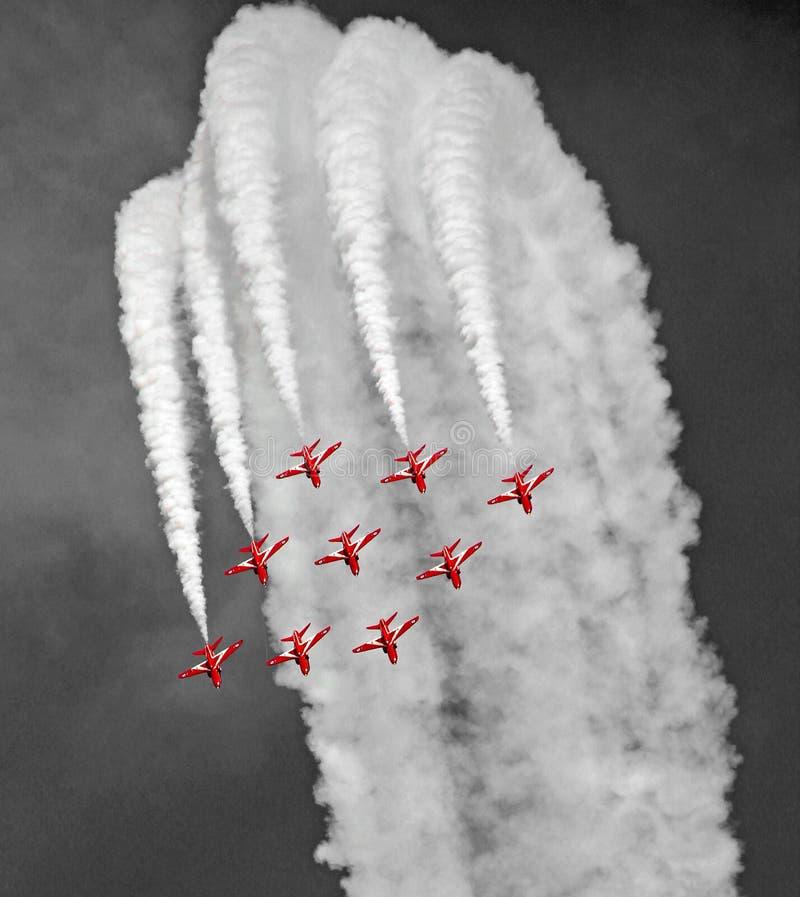 Équipe rouge de vol de précision de flèches de l'armée de l'air royale image stock