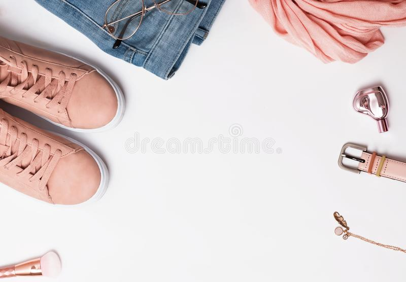 Équipement élégant du ` s de femme pour le ressort ou l'été photographie stock libre de droits