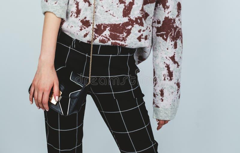Équipement élégant Mode femelle Fille dans des vêtements à la mode images stock