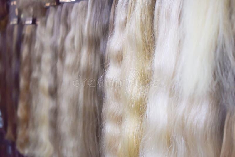 Équipement d'extension de cheveux des cheveux naturels Échantillons de Balayage d'ombre de cheveux photographie stock