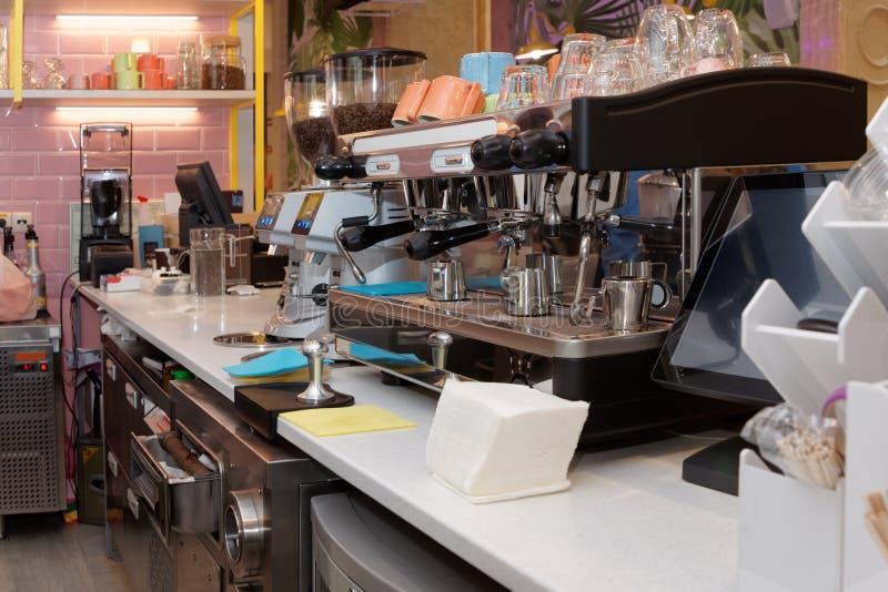 Équipement d'un café image stock