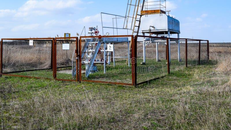 Équipement d'un puits de pétrole Robinets d'isolement et équipement de service image stock
