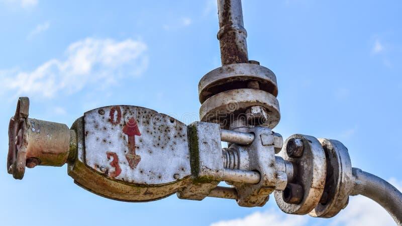 Équipement d'un puits de pétrole image stock