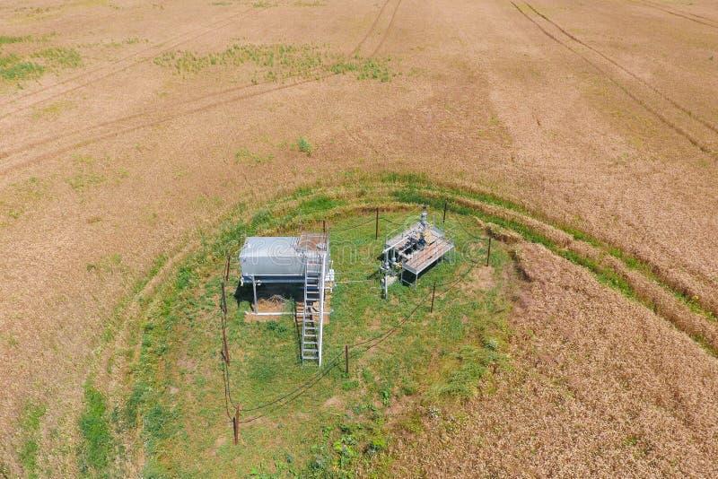 Équipement d'un puits de pétrole photo stock