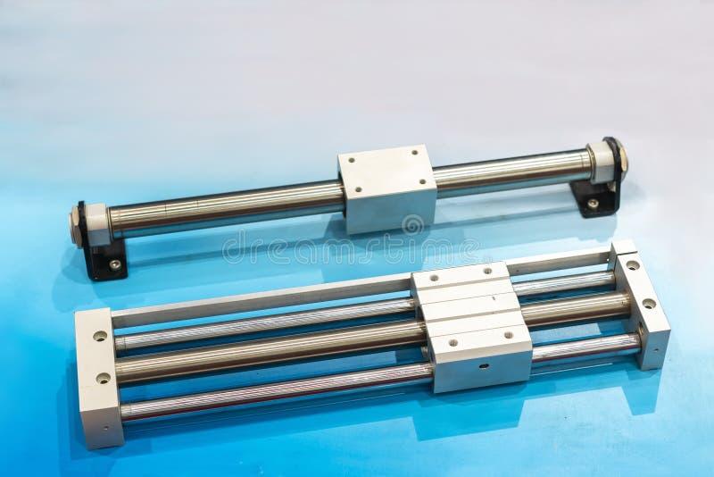 Équipement de cylindre ou outil rodless de pointe et moderne de pneumatique pour industriel sur la table images stock