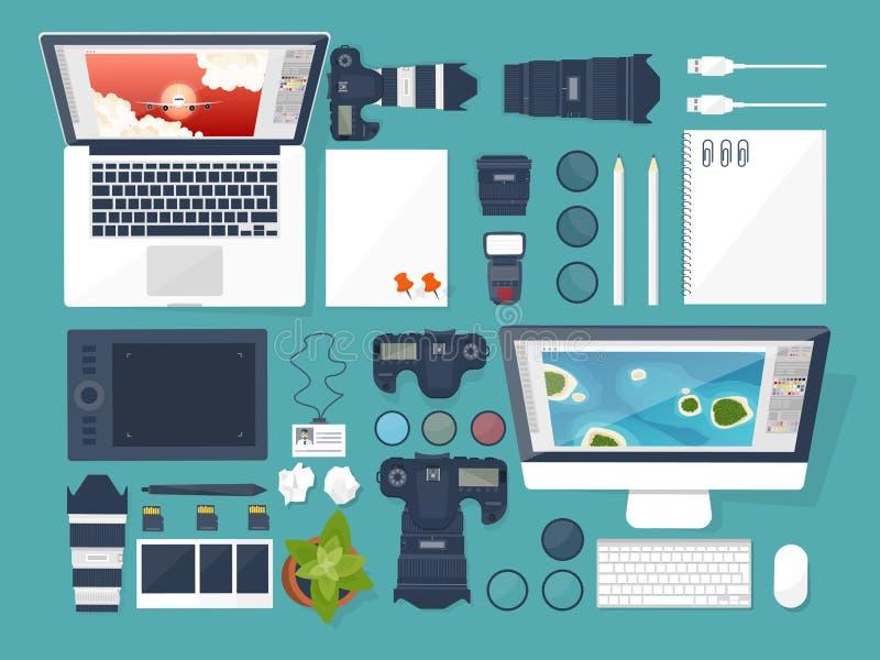 Équipement de photographe sur une table Outils de photographie, photo éditant, fond plat photoshooting photocamera digital illustration de vecteur