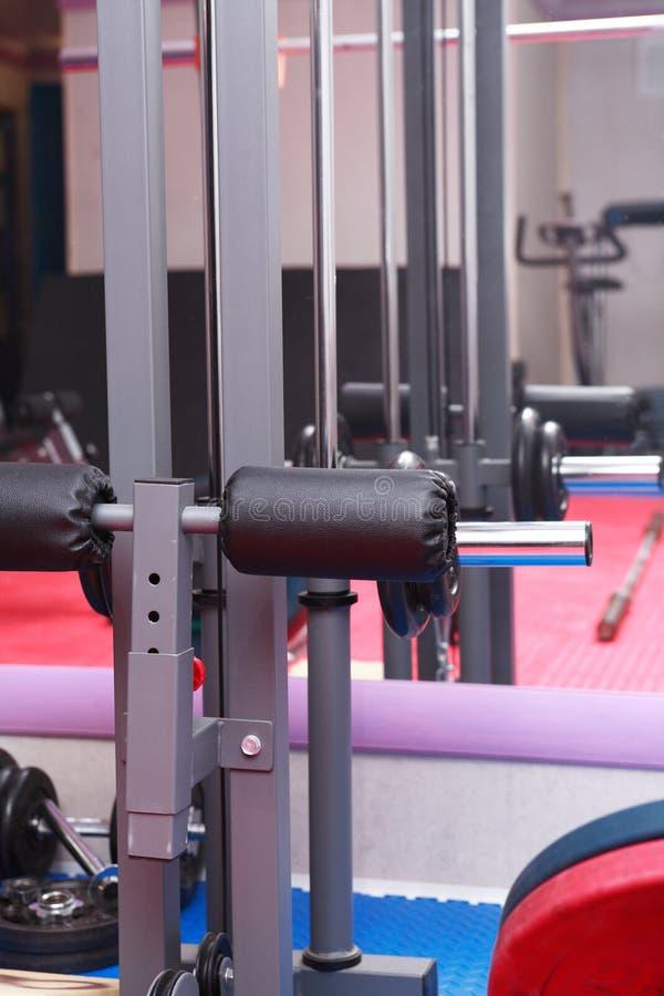 Équipement de sport dans le gymnase photos libres de droits