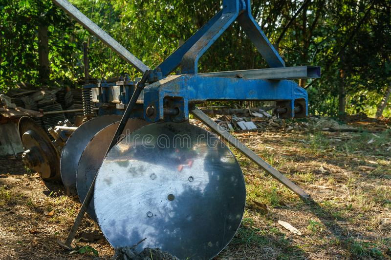 Équipement de tracteur, les charrues photos stock