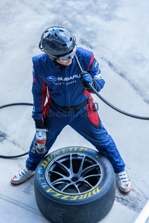 Équipement de voiture de course d'équipe dans le puits à la course 2017 7 ronds de Chang Super GT photographie stock libre de droits