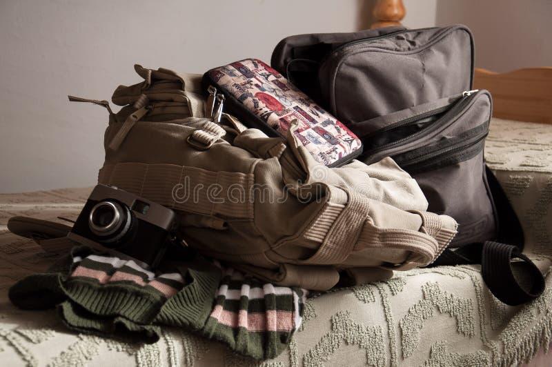 Équipement de voyageuse de femme photo stock
