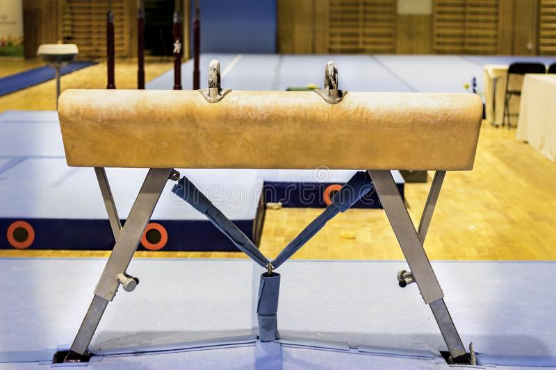 Équipement gymnastique dans un gymnase images stock