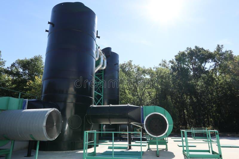 Équipement industriel de filtration de purification d'eau image stock