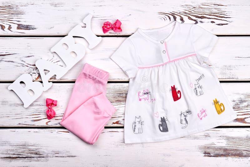 Équipement mignon d'été de bébé images stock