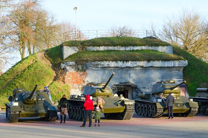 Équipement militaire dans le héros complexe commémoratif de forteresse de Brest images libres de droits