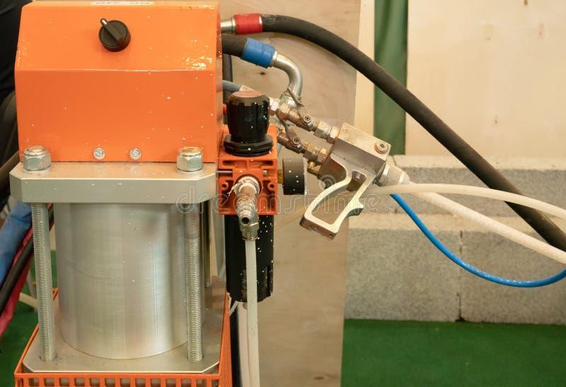 Équipement pneumatique de pulvérisation automatique professionnel de système de machine de plan rapproché pour peindre des vo images libres de droits