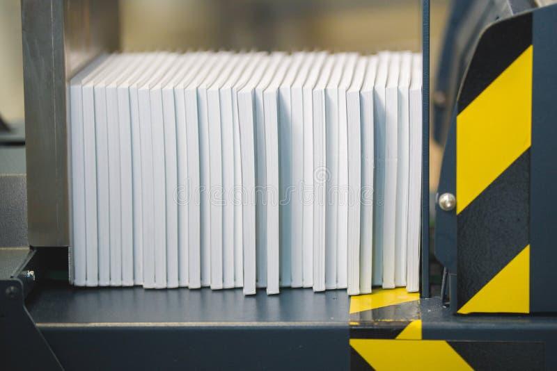 Équipement pour presser des piles de papier dans la typographie photo libre de droits