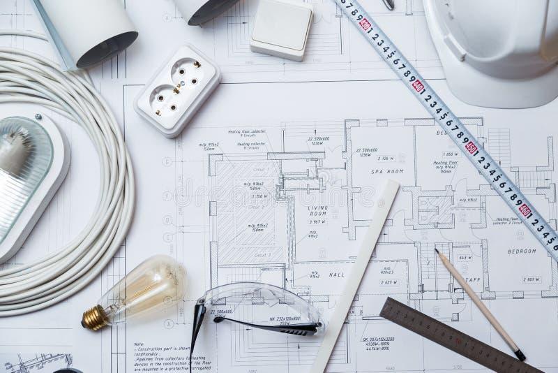 Équipement principal électrique sur des plans de Chambre photos stock