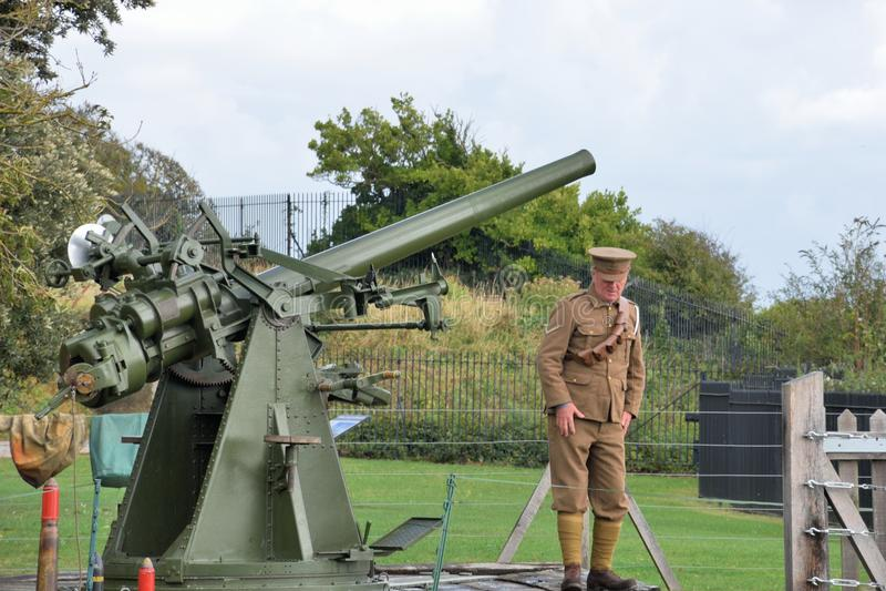 Équipez arme à feu statique d'avions de la deuxième guerre mondiale de mise à feu l'anti dans le rétablissement photos libres de droits