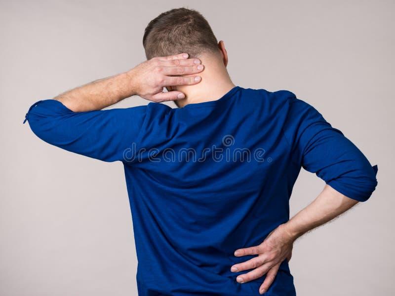Équipez avoir le mal de cou photos stock